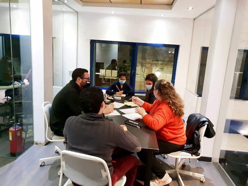 English class being taught by VeraContent members to Madrid For Refugee users