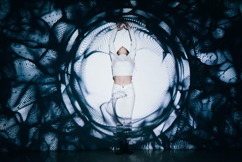 A dance mapping performance in which Daphne collaborated with visual artist Diego Salas at VeraContent HQ.
