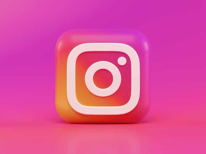 Image of Instagram's logo, in an article to help you discover the main benefits of local social media accounts for businesses, plus the main setbacks. Decide what's right for you.